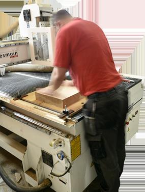 Cayetano Traballando coa máquina CNC